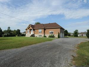 Maison 4 chambres immense terrain + garage double