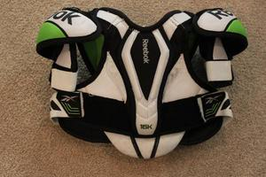 Hockey Shoulder Pads - Reebok - Size Youth Small