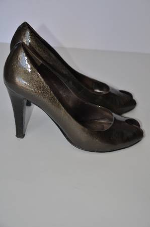 Nine West pewter patent heels size 7