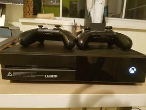 Xbox One 500 gb With 2 Controllers