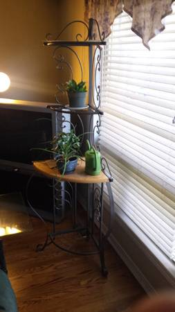 4 Tier Corner Metal/Wood Plant Stand/Bakers Rack