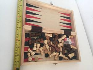 11 X 11 INCHES TRAVEL, PORTABLE 2 IN 1 CHESS AND BACKGAMMON