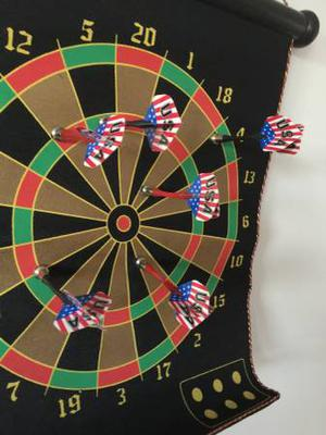 Magnetic Dart Board with 6 Darts
