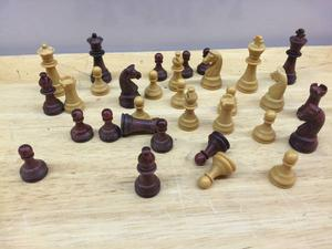 VINTAGE MAGNETIC CHESS SET