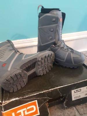 Ltd mens Size 10 snowboard boots - excellent condition - $40