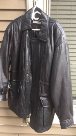 leather Men's jacket in excellent condition $ 40