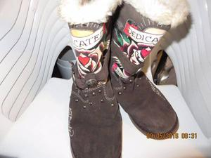 women boots in excellent condition its size 7 $ 30