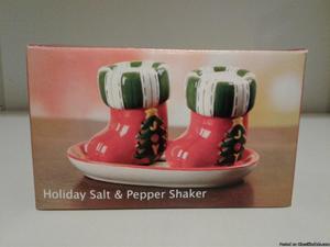 CHRISTMAS HOLIDAY STOCKING SALT & PEPPER SHAKERS-NEW