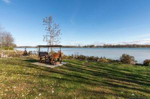 SUCCESSION House on the banks of the Richelieu River in