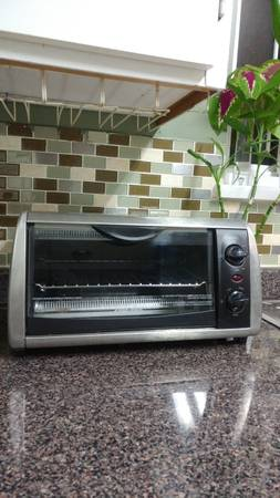 Toaster R oven (black and Decker)
