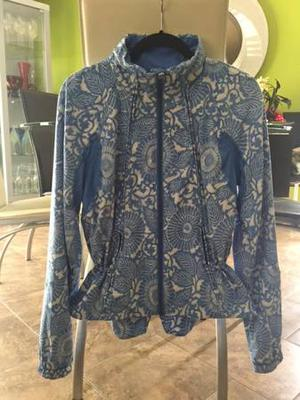 LULULEMON TRAVEL TO TRACK JACKET IN BEACHY FLORAL PRINT