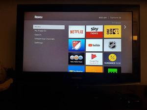 32 ' Samsung TV For sale with Roku included