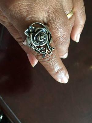 Beautiful Sterling Silver Ring with Beautiful Design (Size