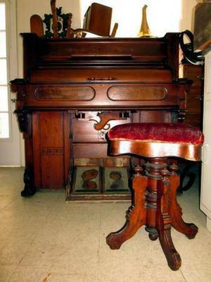 Beautiful Eastlake Rolltop Pump Organ