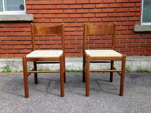 Lovely Pair of Vintage Dining Room Chairs