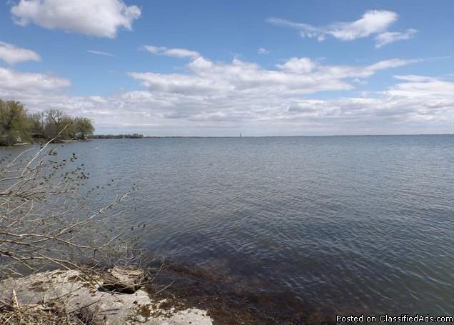Magnifique terrain au bord du Lac-St-Francois à vendre