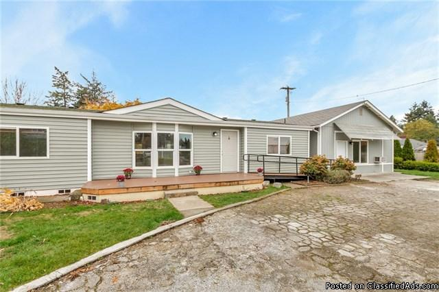 Move In Ready Remodeled Home w/ Gorgeous Features! Detached