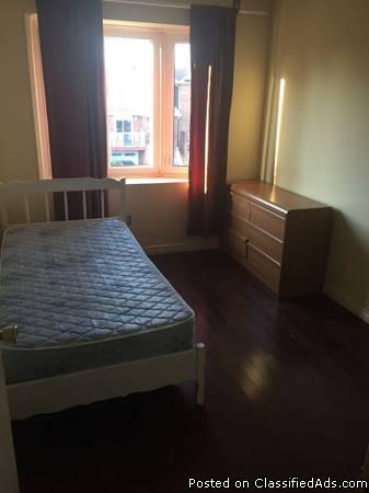 STEELES/DUFFERIN room for rent on 2nd floor