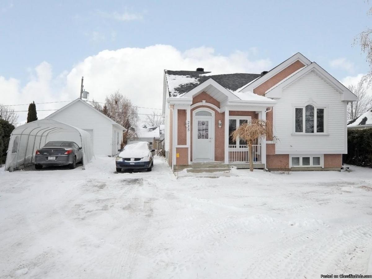 Jolie maison avec garage détaché et cuisinette au s-sol