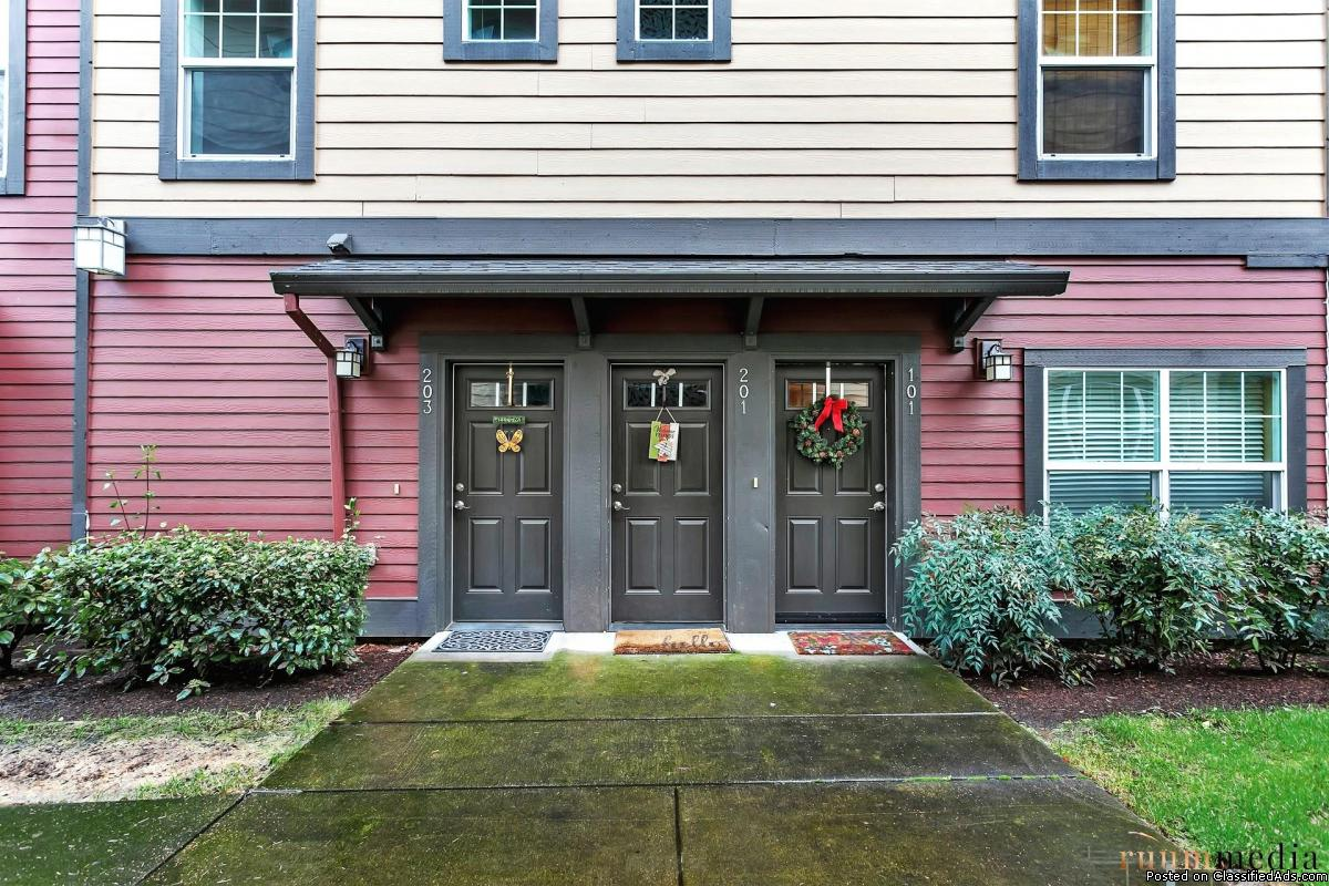 OPEN HOUSE PM! Sherwood Townhome
