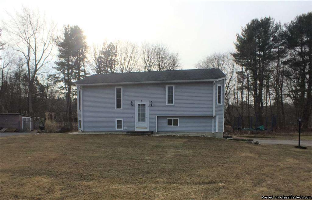 Single Family ~ 3 Bed/2 Bath Raised Ranch in Newmarket, NH