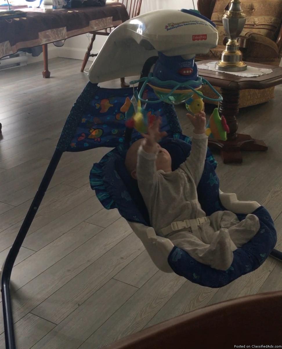 Swinging chair for baby / Balançoire-berceau pour bébé