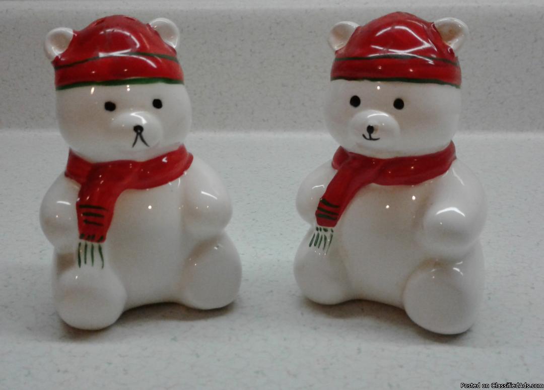 CHRISTMAS JINGLE BEAR SALT & PEPPER SHAKERS