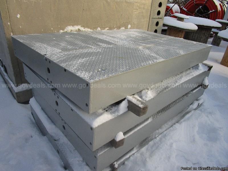 Lot of (2) Concast 4 Way Vista vaults c/w steel lid