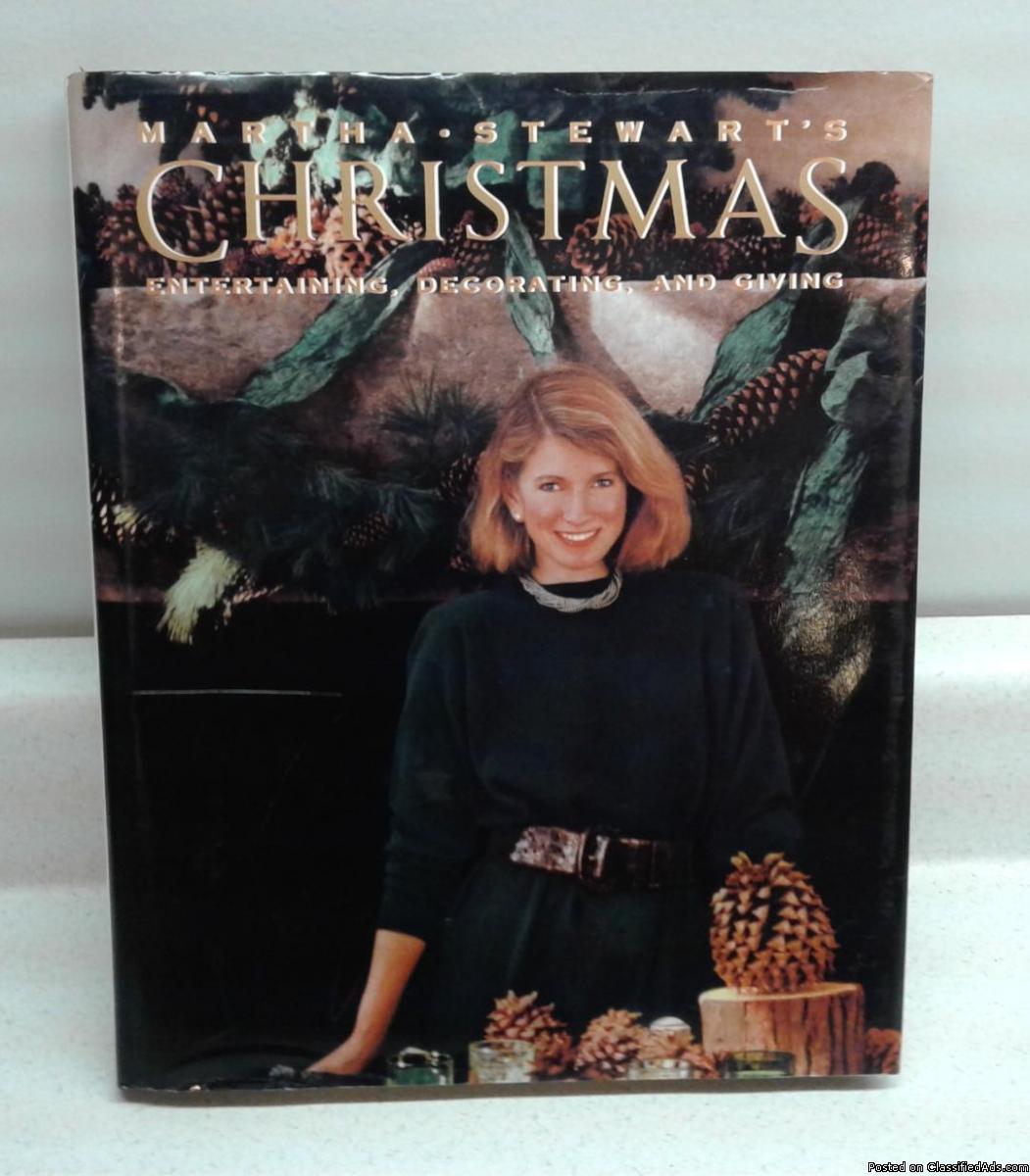 MARTHA STEWART'S CHRISTMAS ENTERTAINING, DECORATING & GIVING