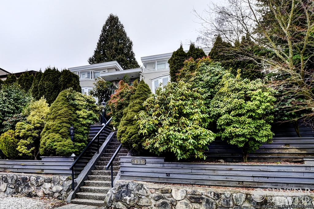 Arbutus 6 Bed 6 Bath 3 Level 3 Fireplace House w/ Balconies