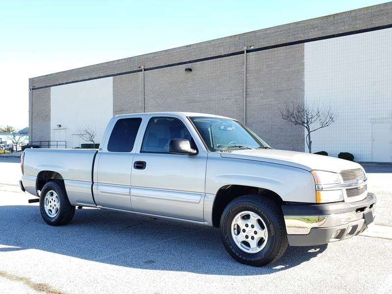 Like New  Chevrolet Silverado  Silver Truck