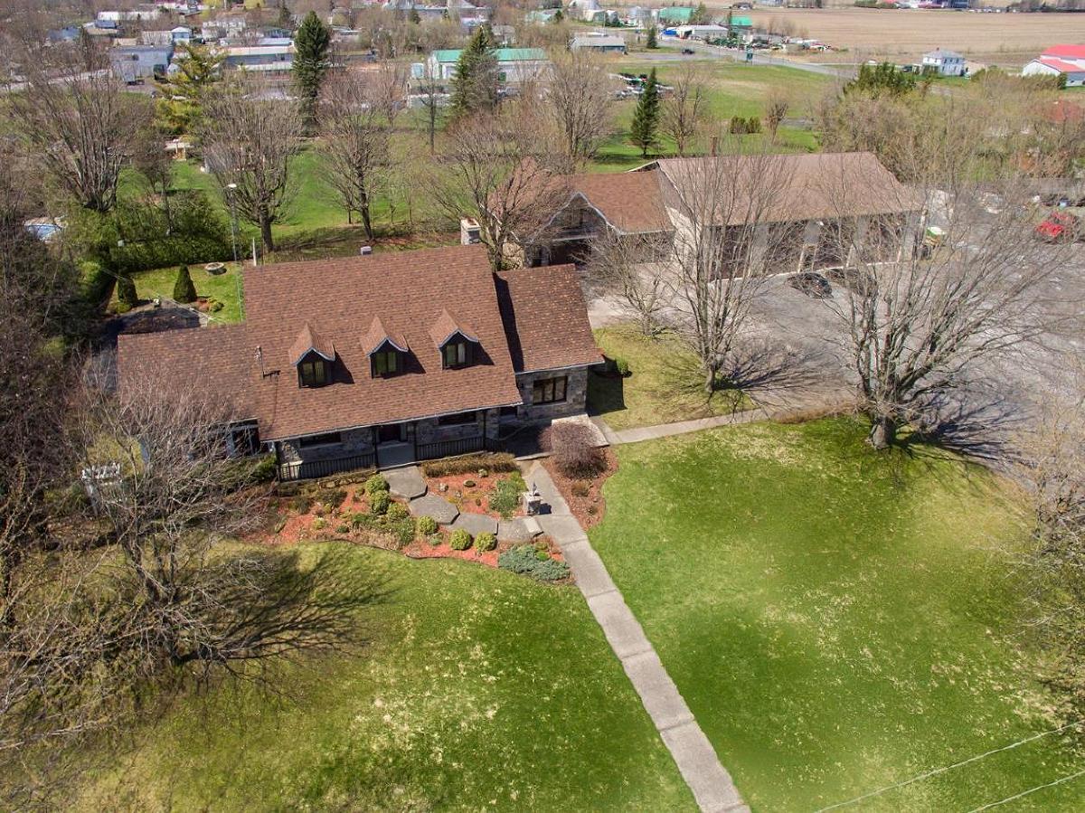 Semi-commercial house, Huge land, 4 door garage