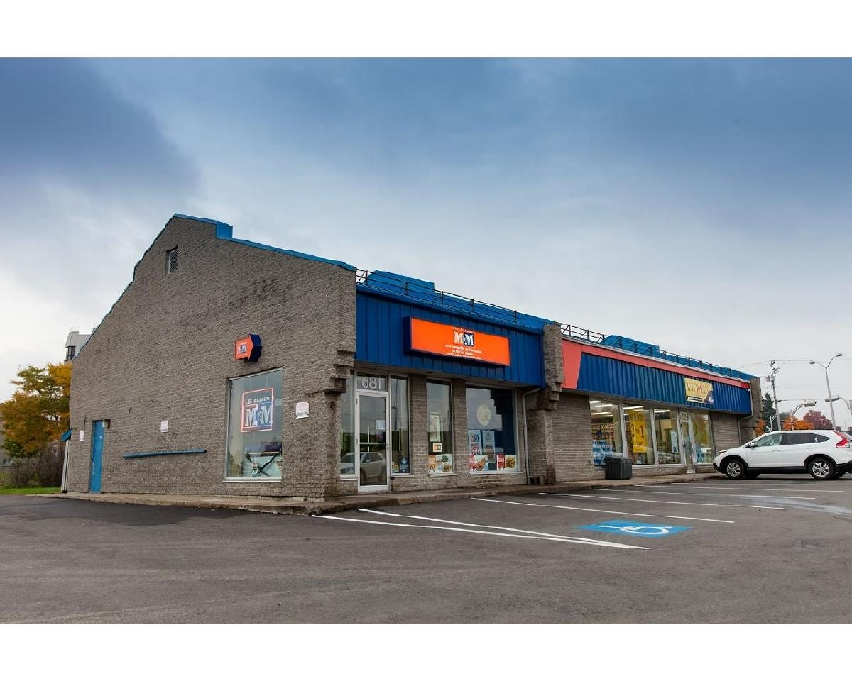 966 sqft for rent facing Canadian Tire / Carrefour du Nord