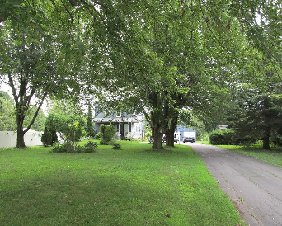 Grande maison au bord d'une paisible rivière à 4 min de la