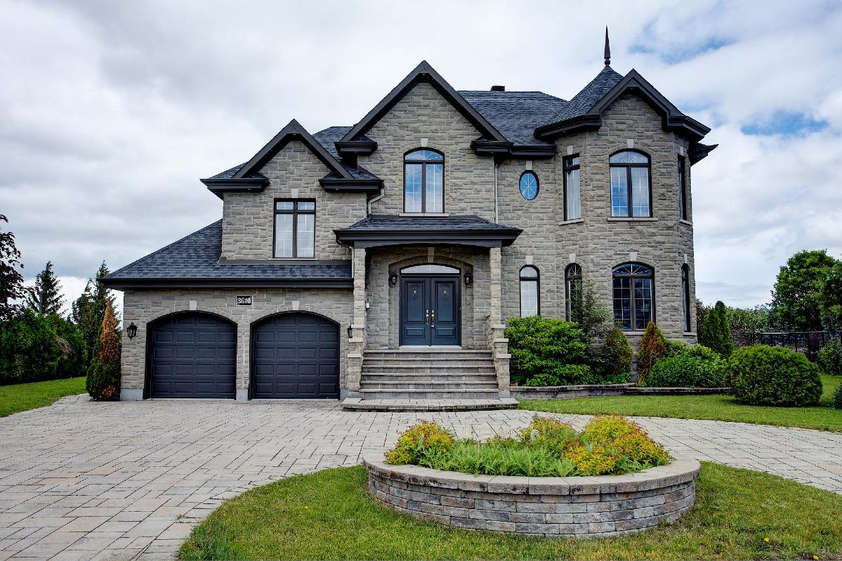 Luxury house within walking distance to DIX30 in Brossard