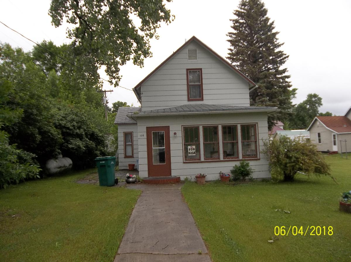 home for sale by owner.  St, Ave. se. Leeds, ND.