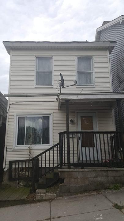 2 bedroom house (th ave)