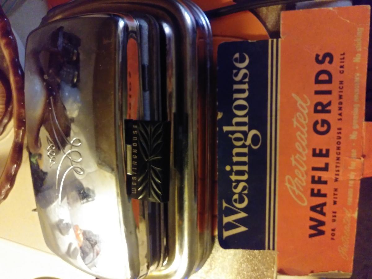 Waffle iron/sandwich maker