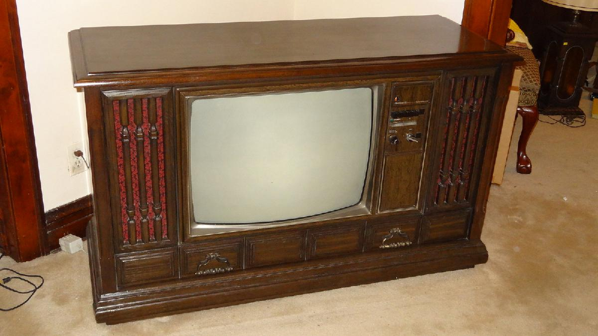 WANTED: I'm looking for a 's/Early 80's Color T.V.