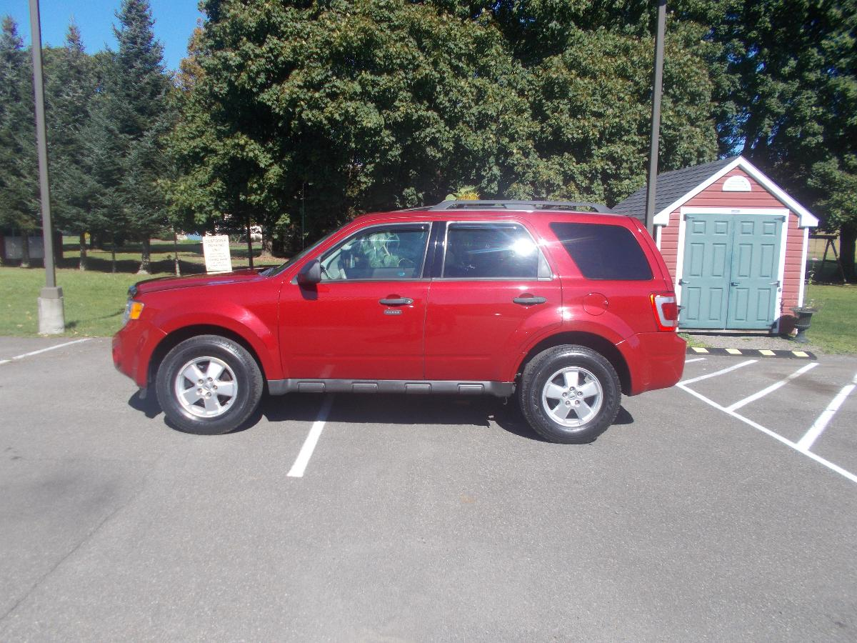 FORD ESCAPE 4X4 NO RUST LOW MILES.CLEAN