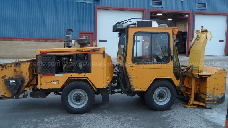 Trackless MT5 Snow Removal