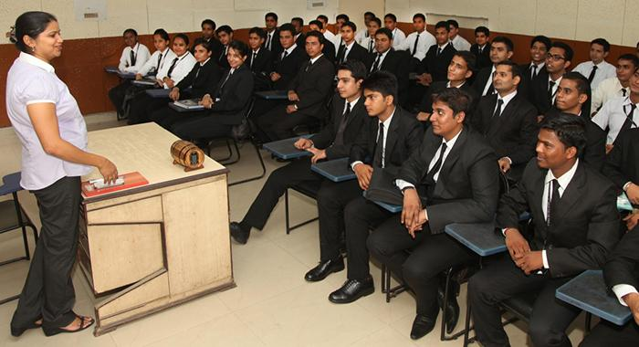 Best Diploma Hotel Management Course in Delhi! Find Here!