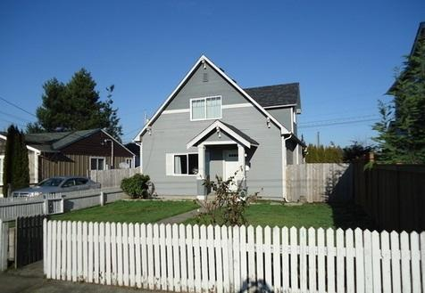 Charming 3 Bed 2 Bath Home in Tacoma