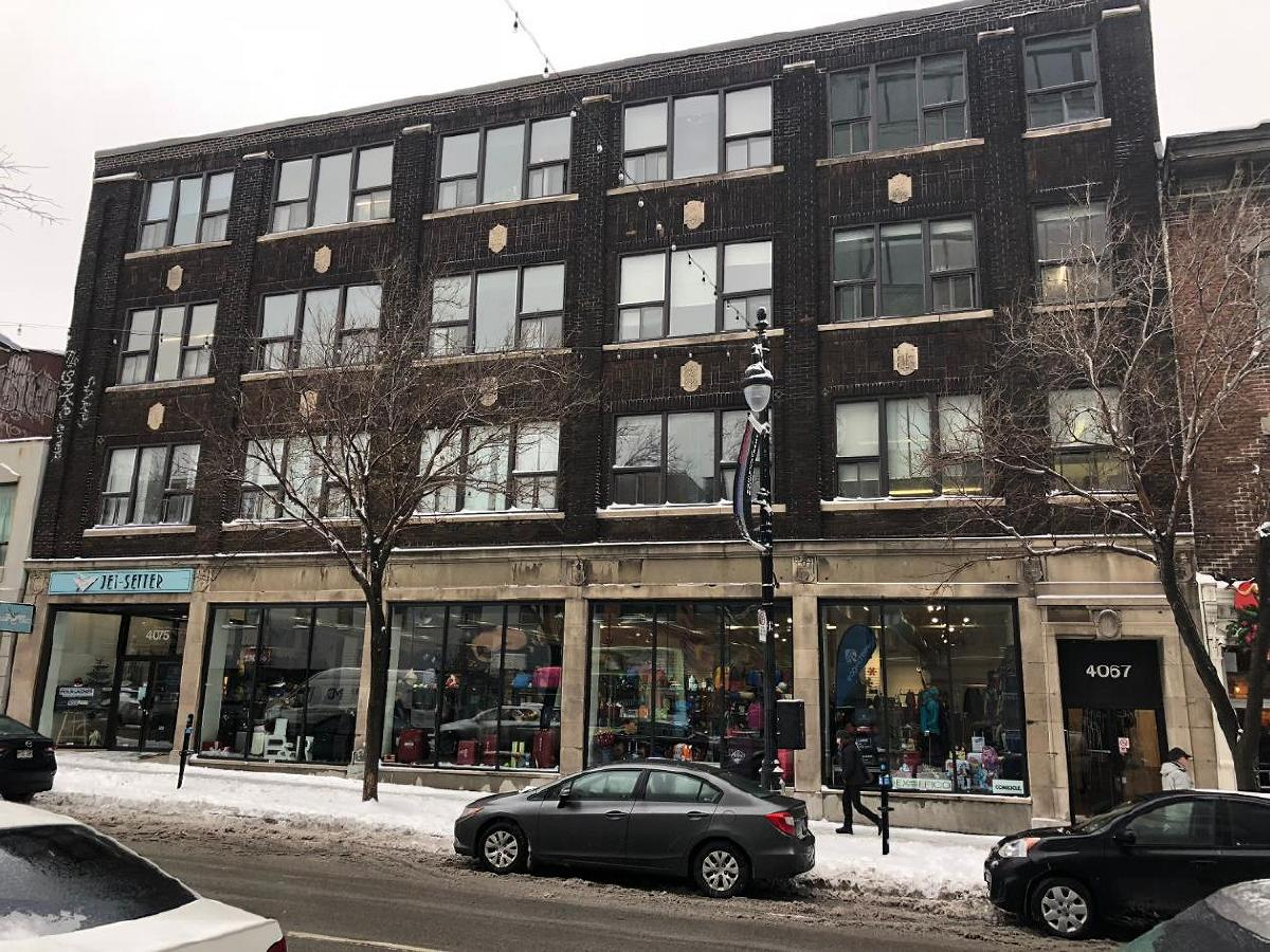 600 sqft for rent on 4th floor Corner St-Laurent/Duluth