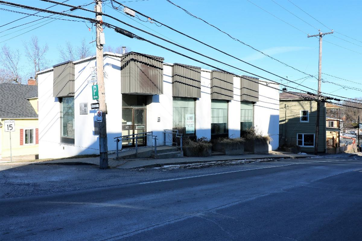 Commercial building for sale Vercheres $ + tx