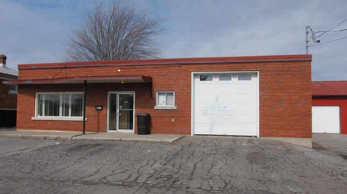Commercial building + warehouse for sale