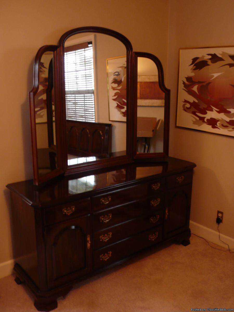 Ethan Allen Bedroom Dresser & Tri-fold Mirror