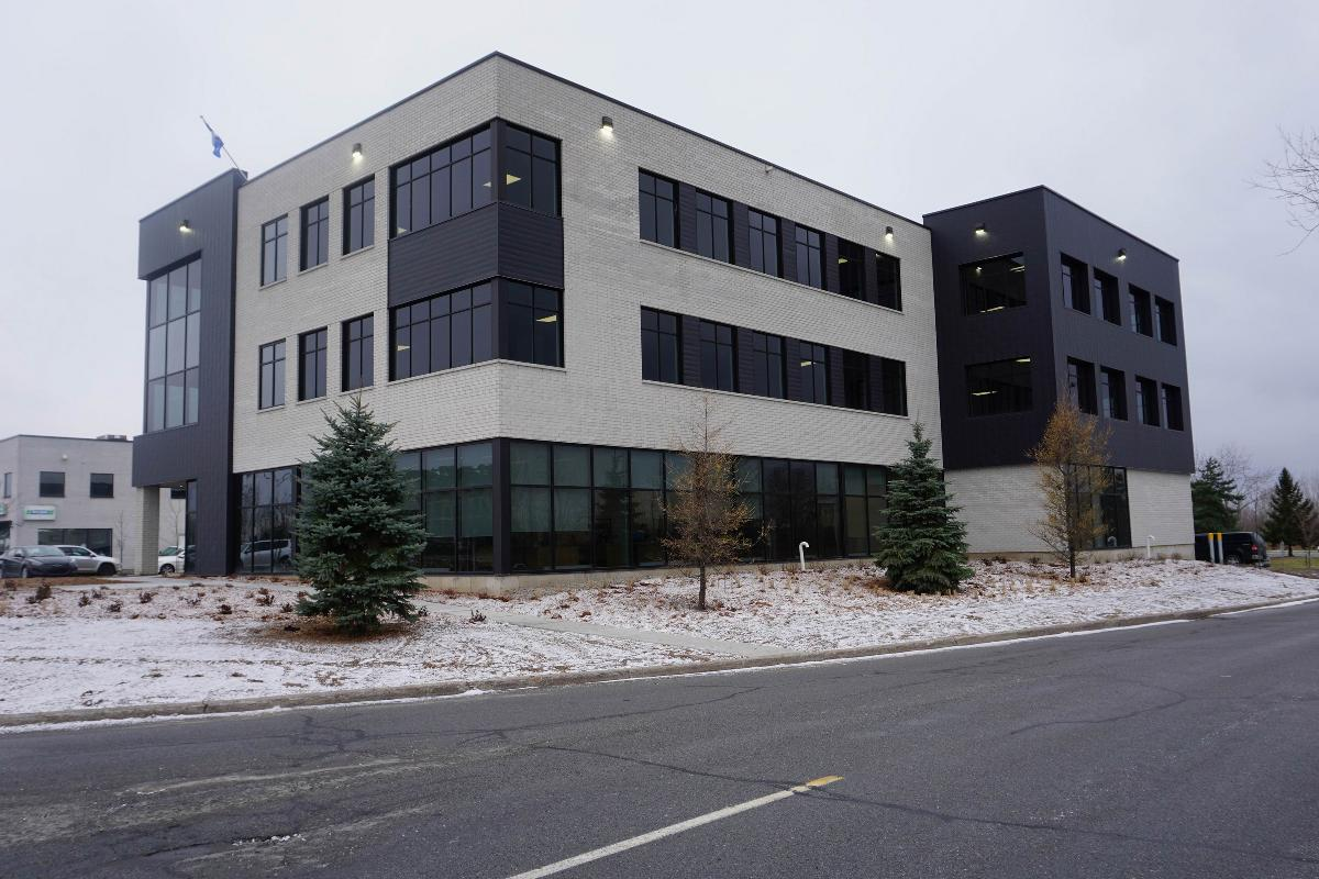 From 500 to  sq.ft. office space La Prairie