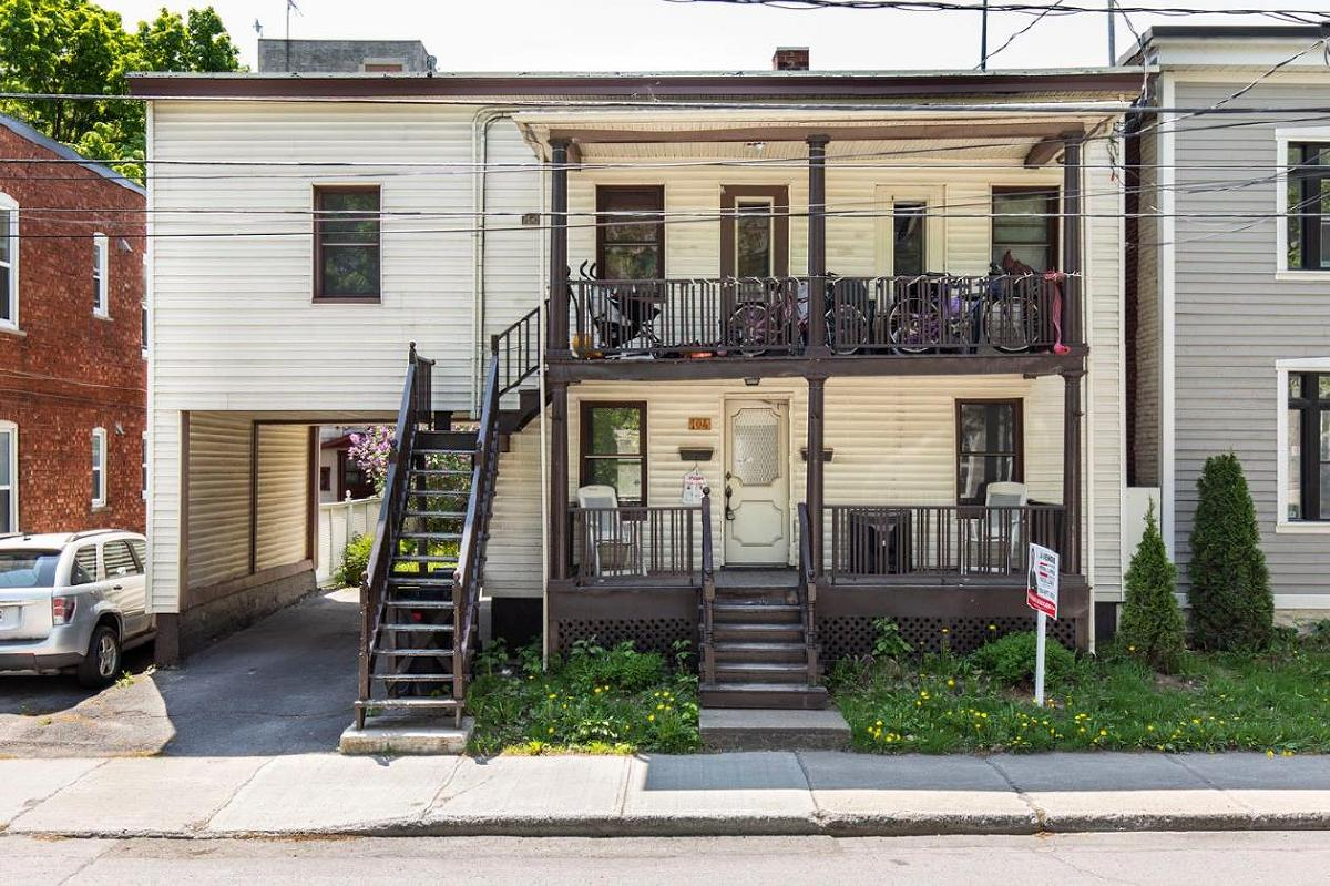 LARGE duplex for a SMALL price A must see!