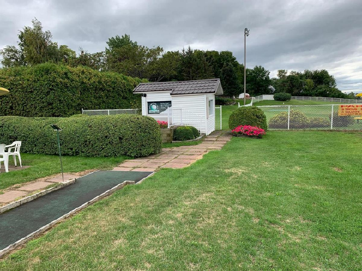 Mini-putt and Par 3 golf course for sale Valleyfield